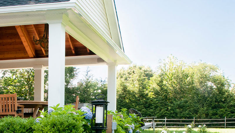 Traditional Hamptons Style Gambrel Roof Architecture